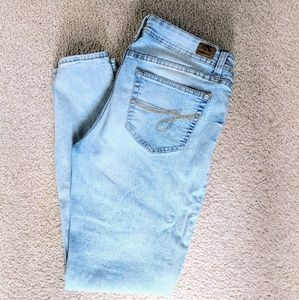 Faded Light Blue Wash Jordache Skinny Jeans 10